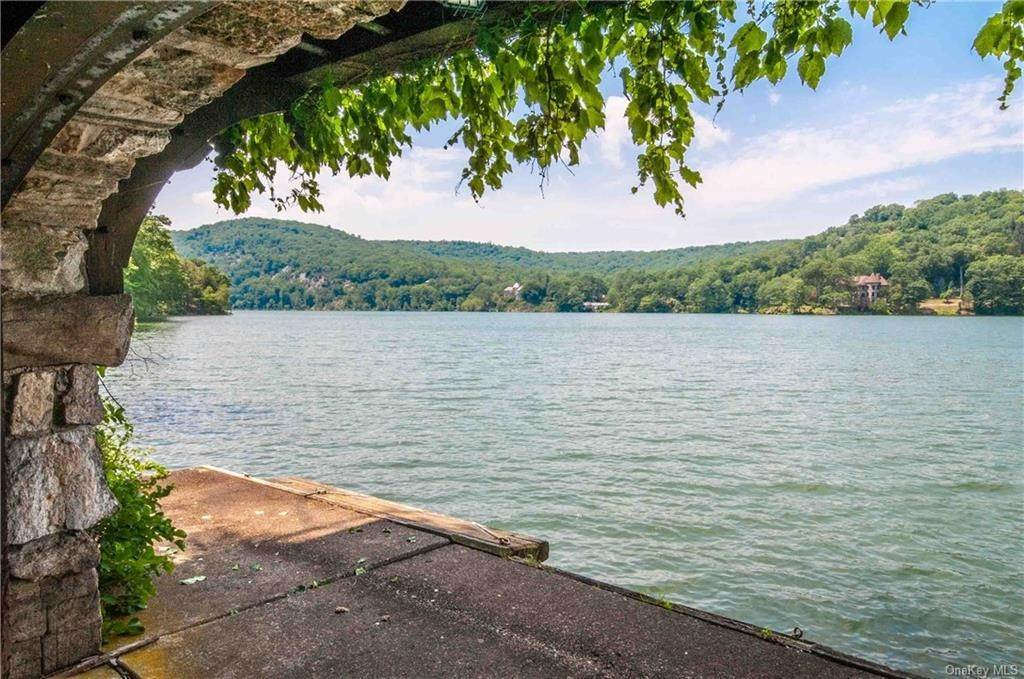 Single Family Home for Sale at 36 E Lake Road Tuxedo Park, New York, 10987 United States