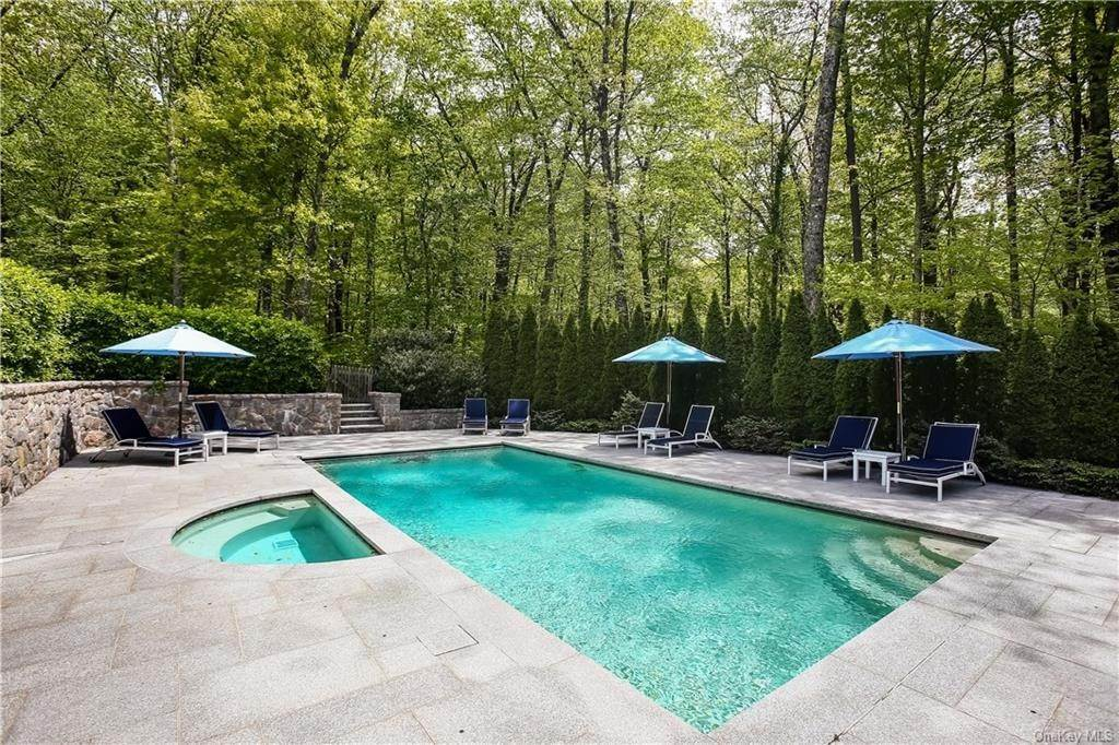 10. Single Family Home for Sale at 284 W Patent Road Bedford Corners, New York, 10549 United States