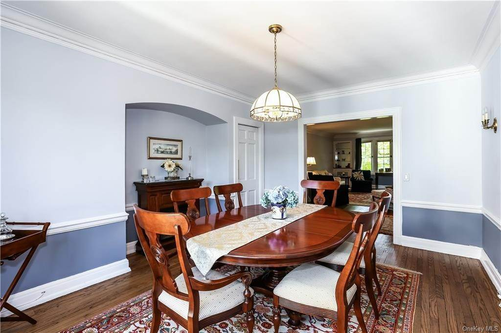 10. Single Family Home for Sale at 10 Brooklands Bronxville, New York, 10708 United States