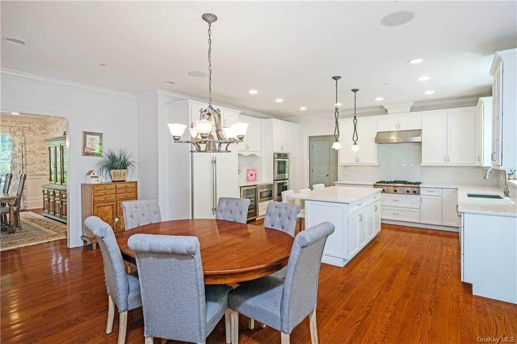 10. Single Family Home for Sale at 8 Roosevelt Place Scarsdale, New York, 10583 United States
