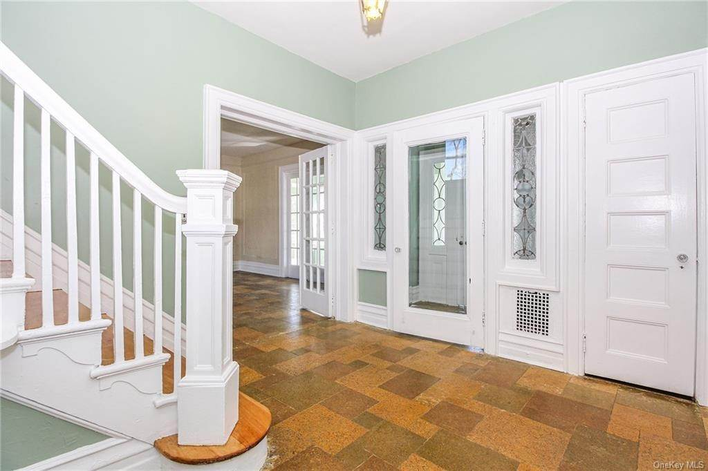 11. Single Family Home for Sale at 22 Hamilton Avenue New Rochelle, New York, 10801 United States