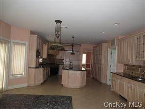 11. Single Family Home for Sale at 4 Rochelle Spring Valley, New York, 10977 United States