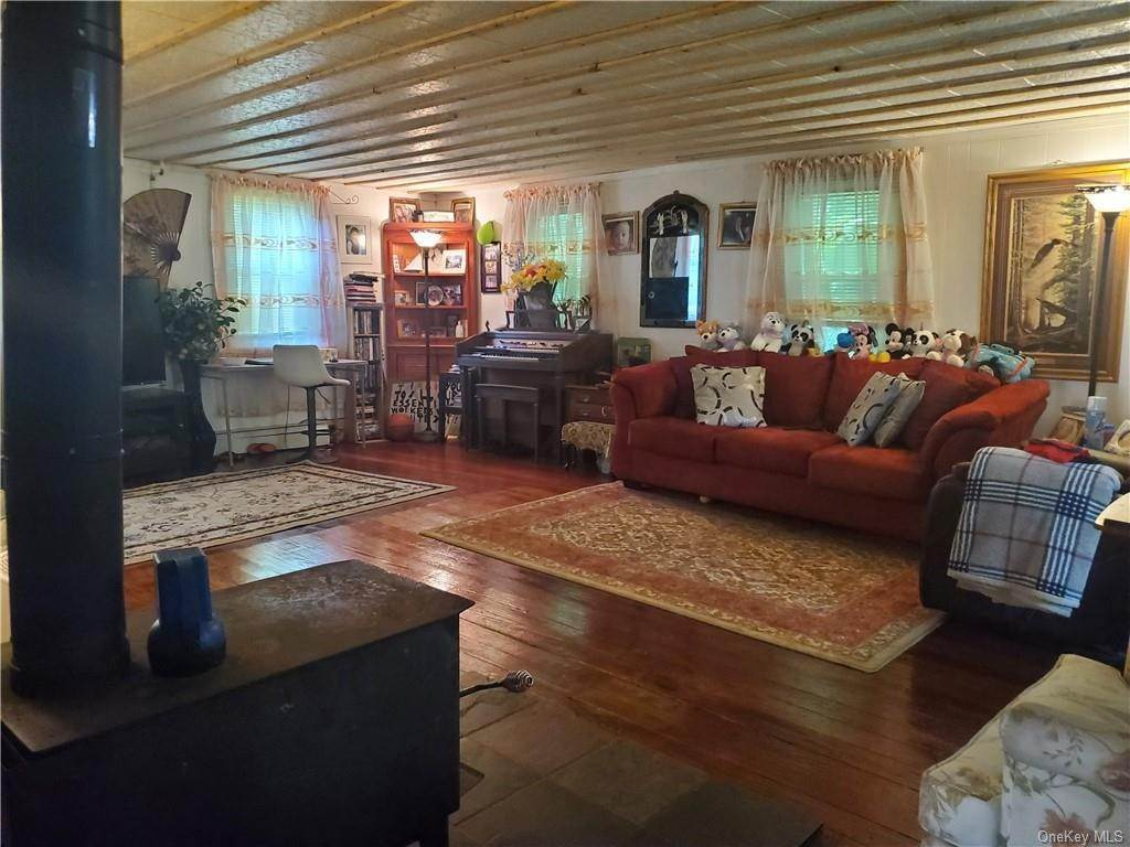 11. Single Family Home for Sale at 24 Guymard Turnpike Cuddebackville, New York, 12729 United States