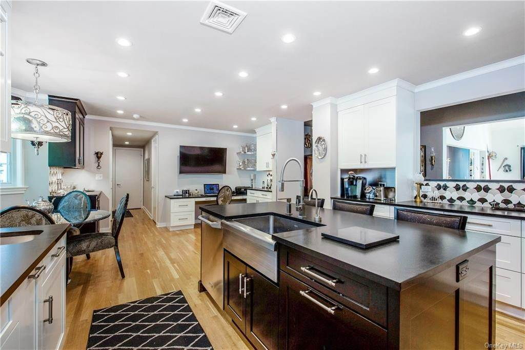 11. Single Family Home for Sale at 18 The Crossing Purchase, New York, 10577 United States