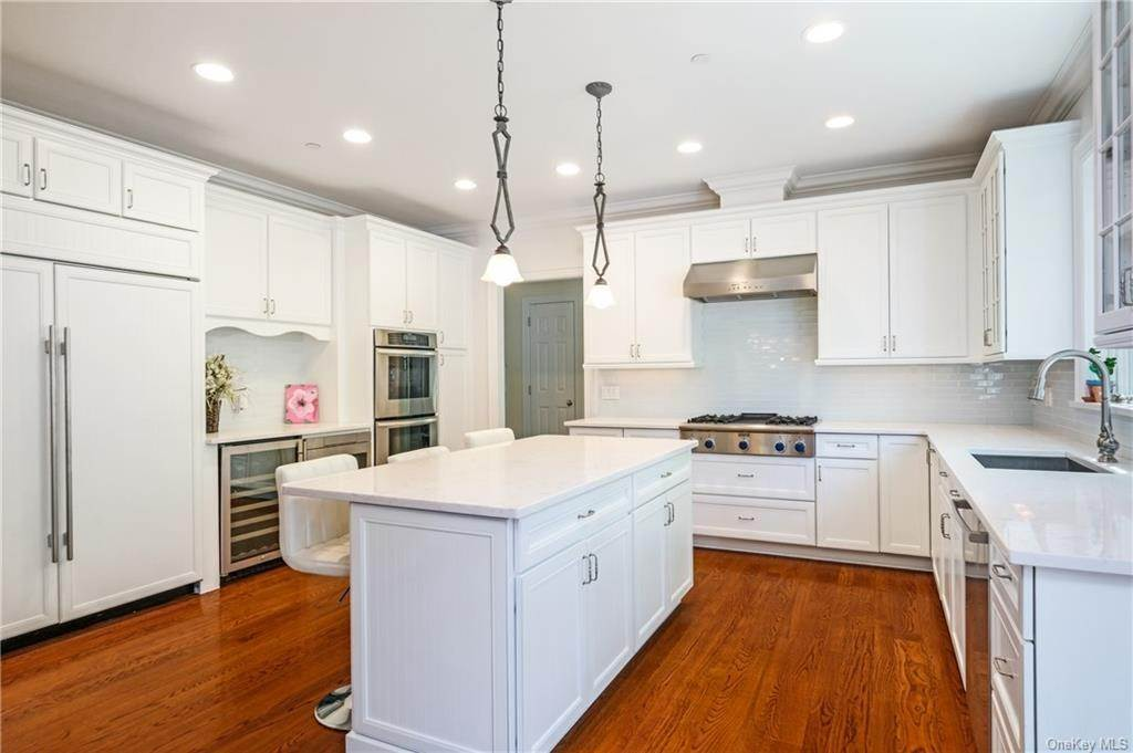 11. Single Family Home for Sale at 8 Roosevelt Place Scarsdale, New York, 10583 United States