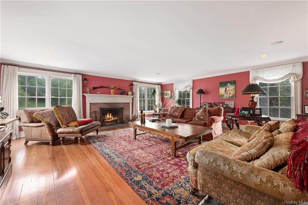 11. Single Family Home for Sale at 9 Great Hill Farms Road Bedford, New York, 10506 United States
