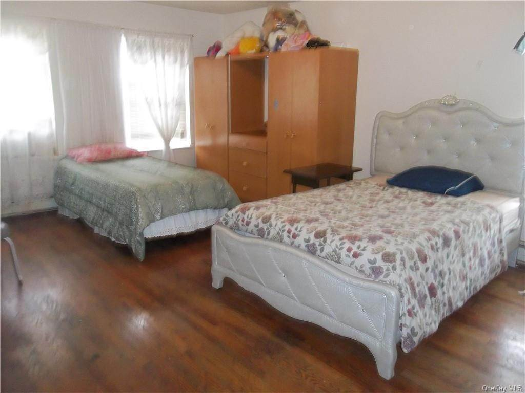 11. Single Family Home for Sale at 33 Ramapo Road Garnerville, New York, 10923 United States