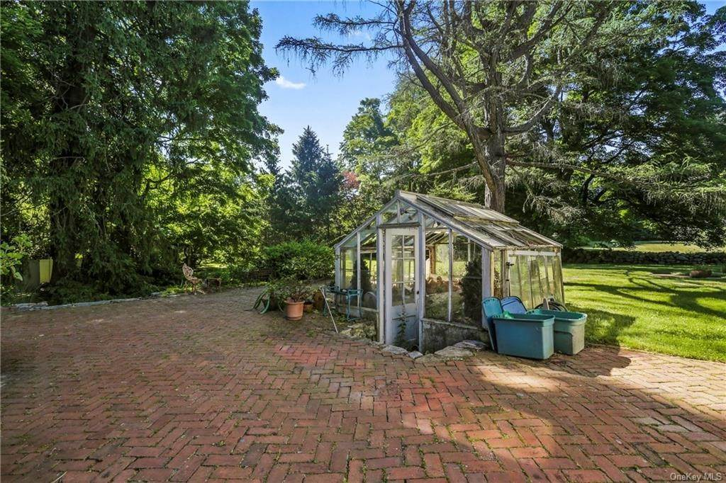 12. Single Family Home for Sale at 14 Lockwood Road South Salem, New York, 10590 United States