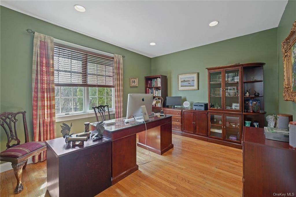 12. Single Family Home for Sale at 1115 Gambelli Drive Yorktown Heights, New York, 10598 United States