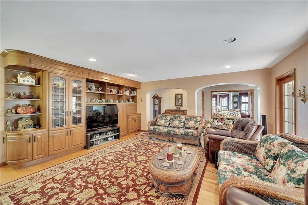 12. Single Family Home for Sale at 3 Lake View Drive Goshen, New York, 10924 United States