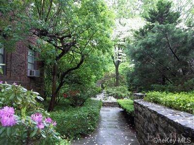 12. Single Family Home for Sale at 64 Sagamore Road Bronxville, New York, 10708 United States