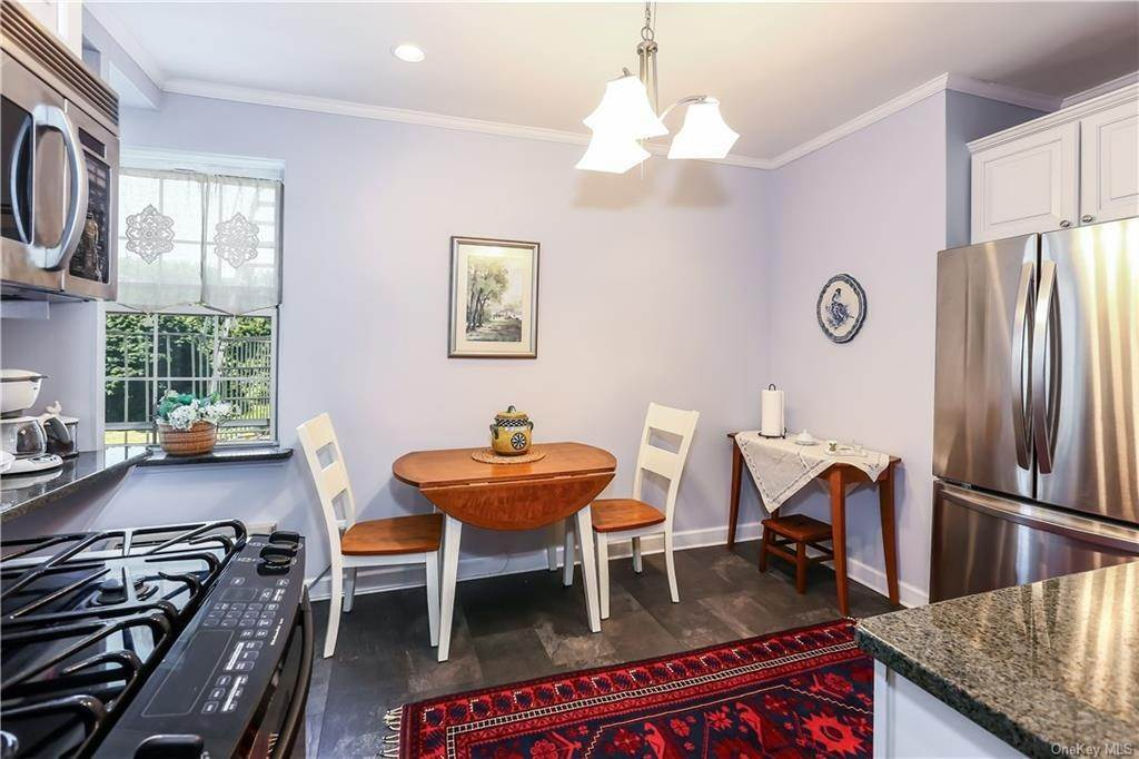 12. Single Family Home for Sale at 10 Brooklands Bronxville, New York, 10708 United States
