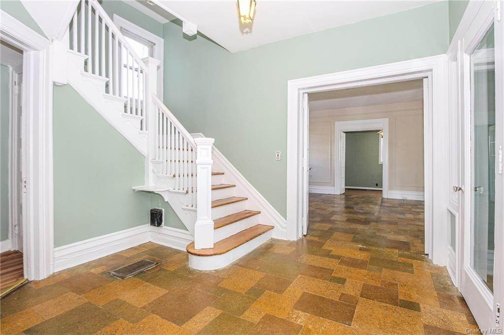 12. Single Family Home for Sale at 22 Hamilton Avenue New Rochelle, New York, 10801 United States