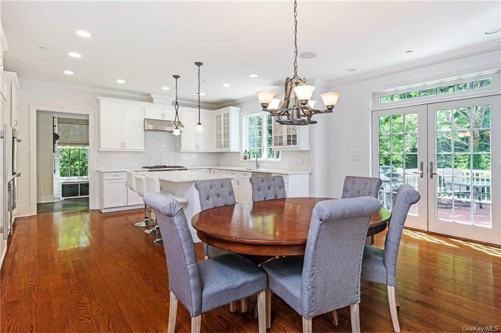 12. Single Family Home for Sale at 8 Roosevelt Place Scarsdale, New York, 10583 United States