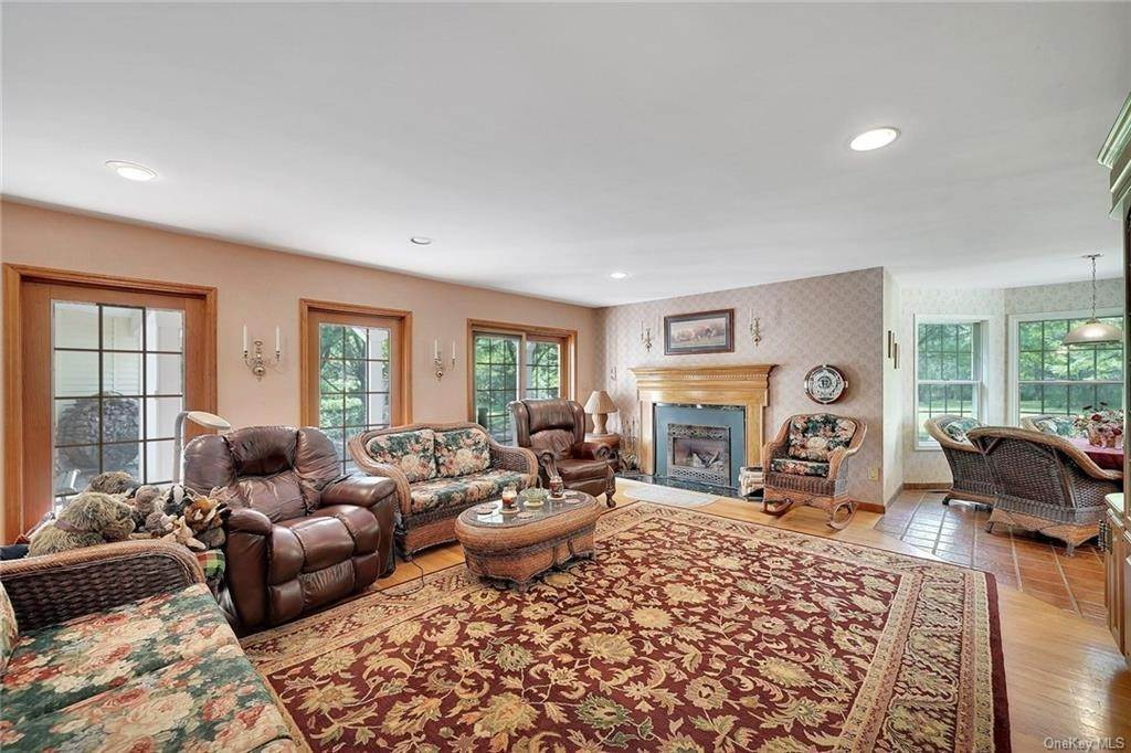 13. Single Family Home for Sale at 3 Lake View Drive Goshen, New York, 10924 United States