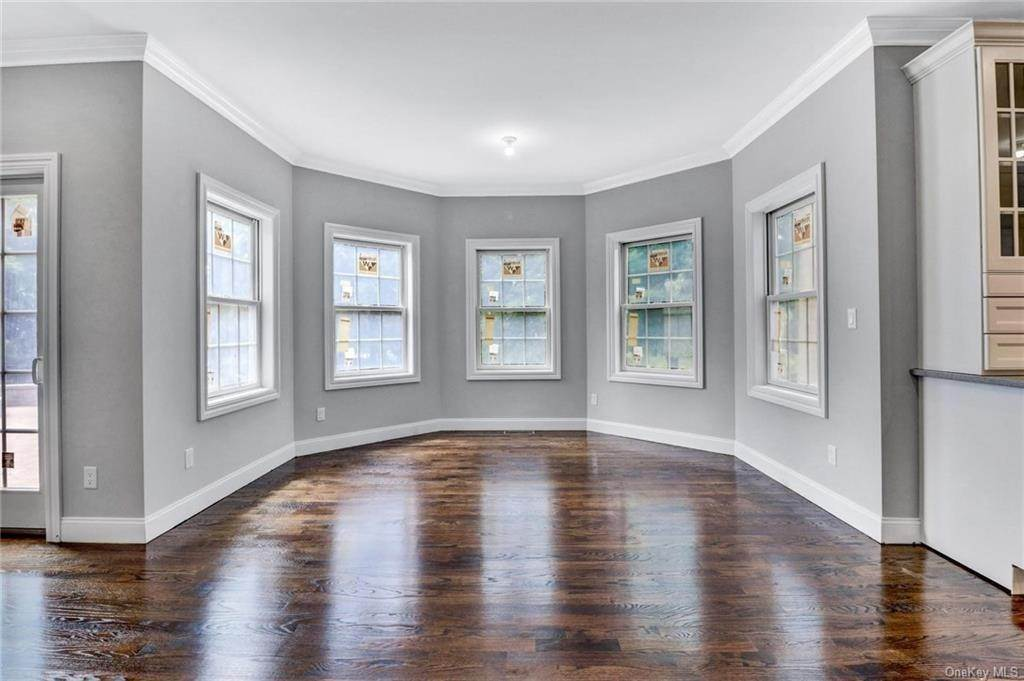 13. Single Family Home for Sale at 13 Stone Meadow Lane Airmont, New York, 10901 United States