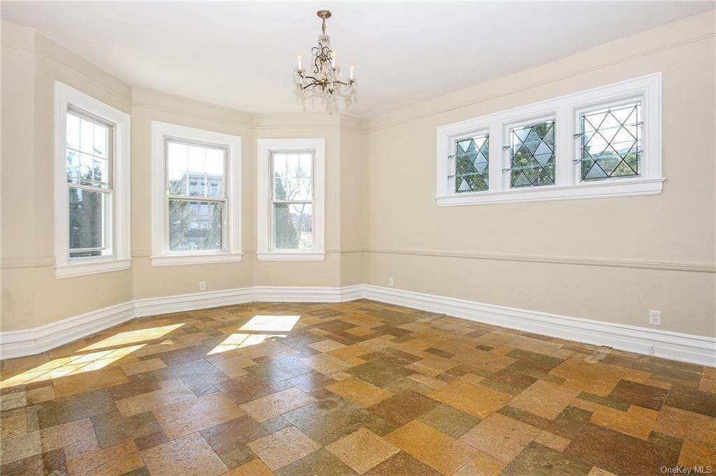 13. Single Family Home for Sale at 22 Hamilton Avenue New Rochelle, New York, 10801 United States