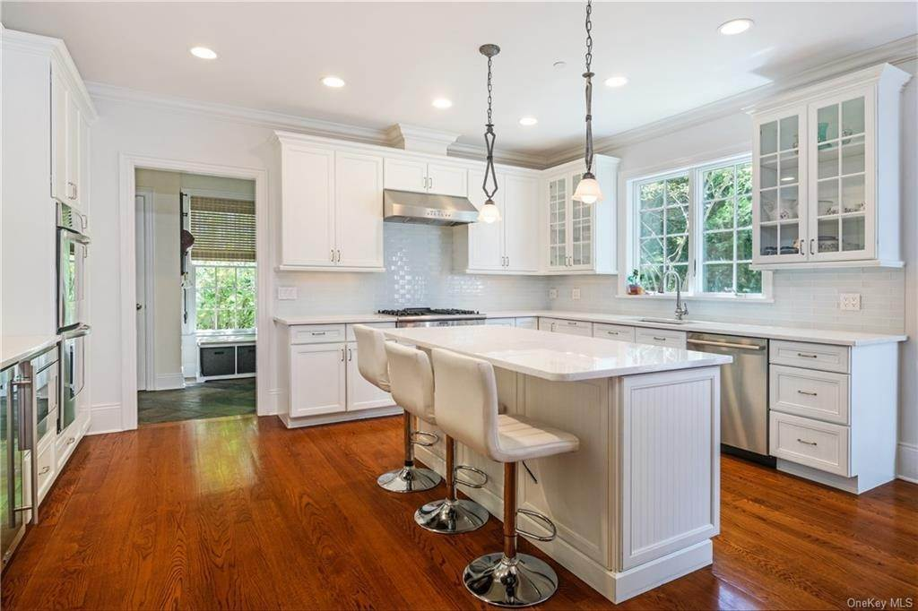 13. Single Family Home for Sale at 8 Roosevelt Place Scarsdale, New York, 10583 United States