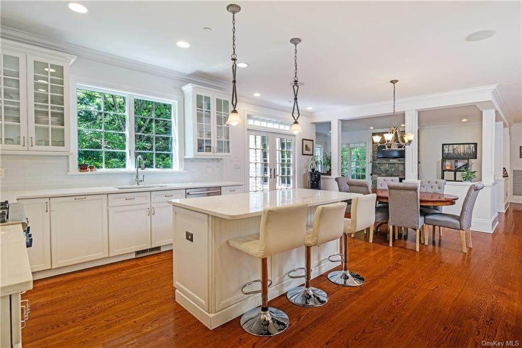 14. Single Family Home for Sale at 8 Roosevelt Place Scarsdale, New York, 10583 United States