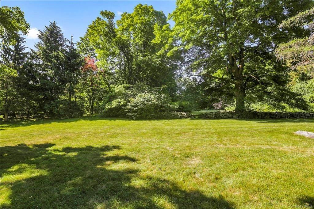 15. Single Family Home for Sale at 14 Lockwood Road South Salem, New York, 10590 United States