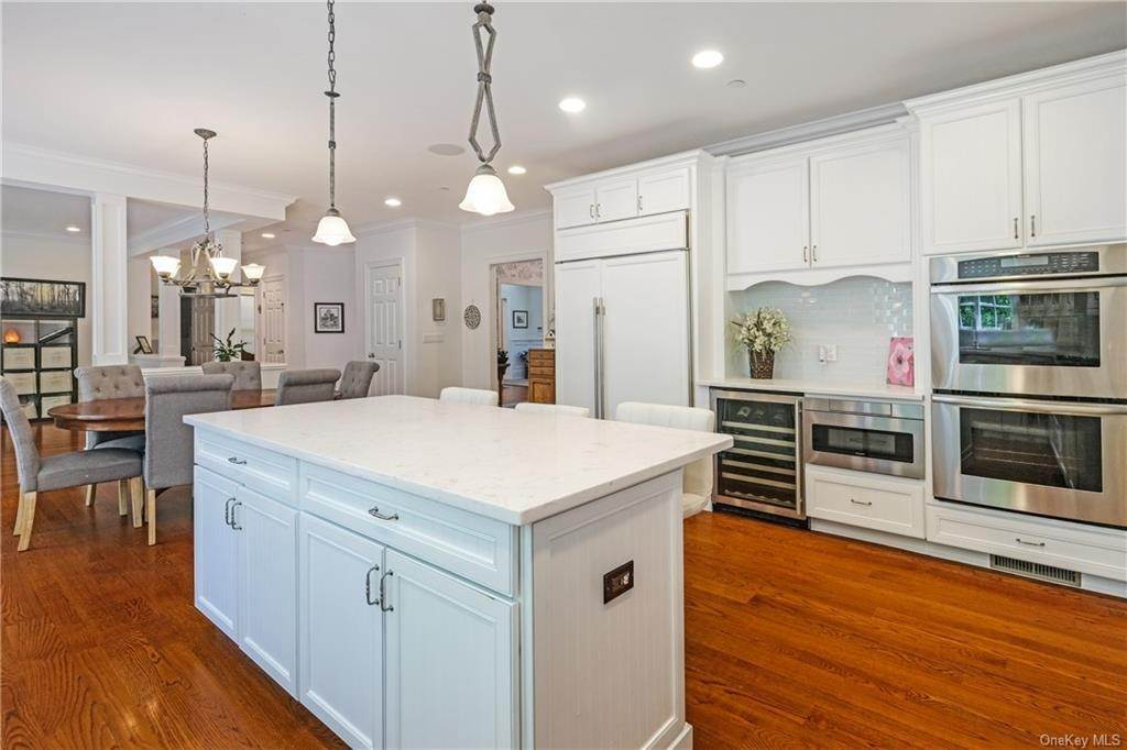 15. Single Family Home for Sale at 8 Roosevelt Place Scarsdale, New York, 10583 United States
