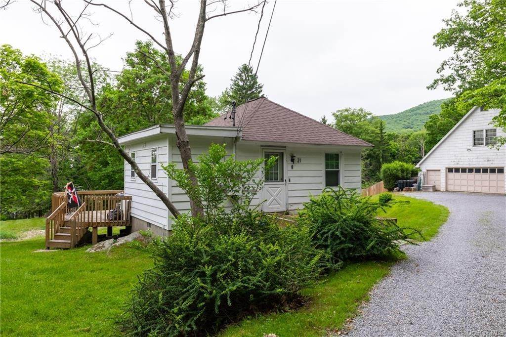 16. Single Family Home for Sale at 23 Maple Road Cornwall On Hudson, New York, 12520 United States