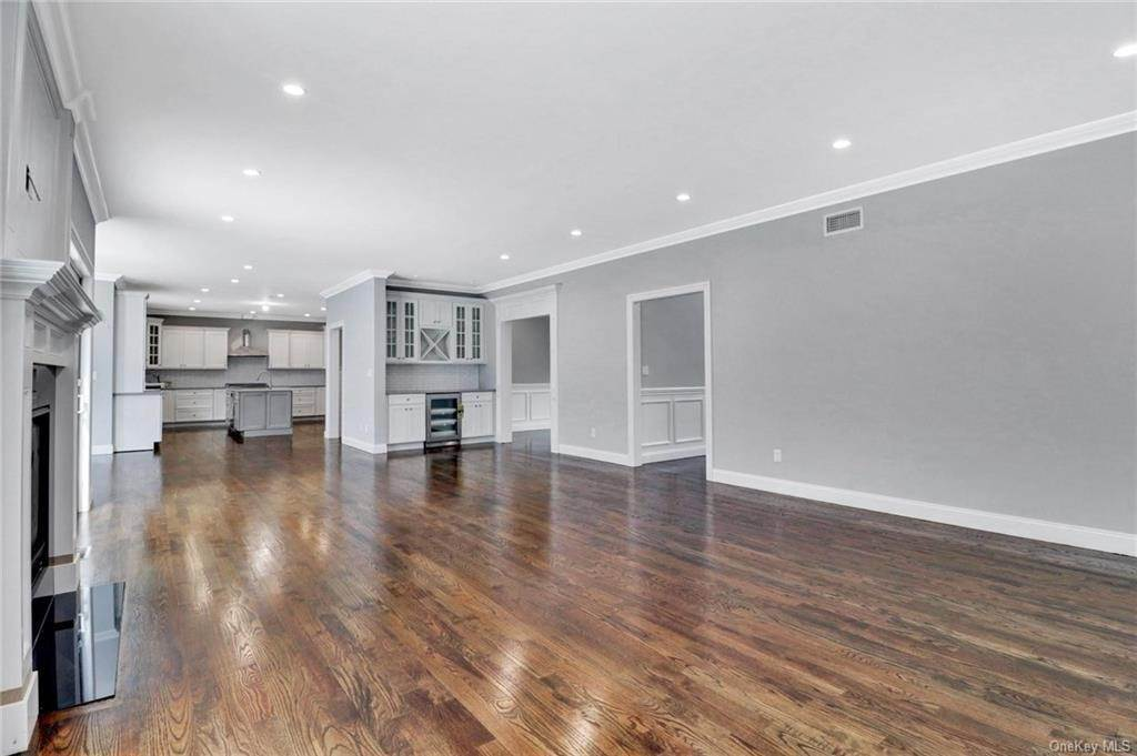 16. Single Family Home for Sale at 13 Stone Meadow Lane Airmont, New York, 10901 United States