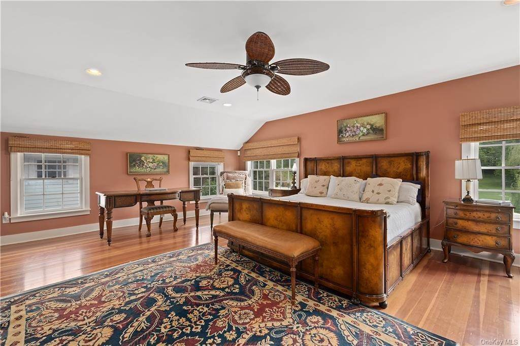 16. Single Family Home for Sale at 9 Great Hill Farms Road Bedford, New York, 10506 United States