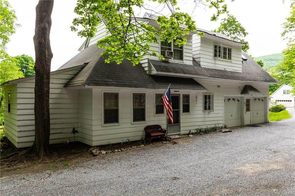 17. Single Family Home for Sale at 23 Maple Road Cornwall On Hudson, New York, 12520 United States