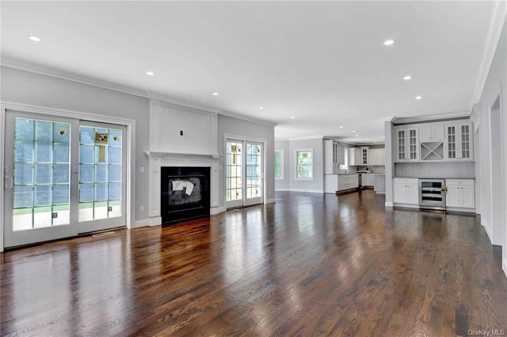 17. Single Family Home for Sale at 13 Stone Meadow Lane Airmont, New York, 10901 United States