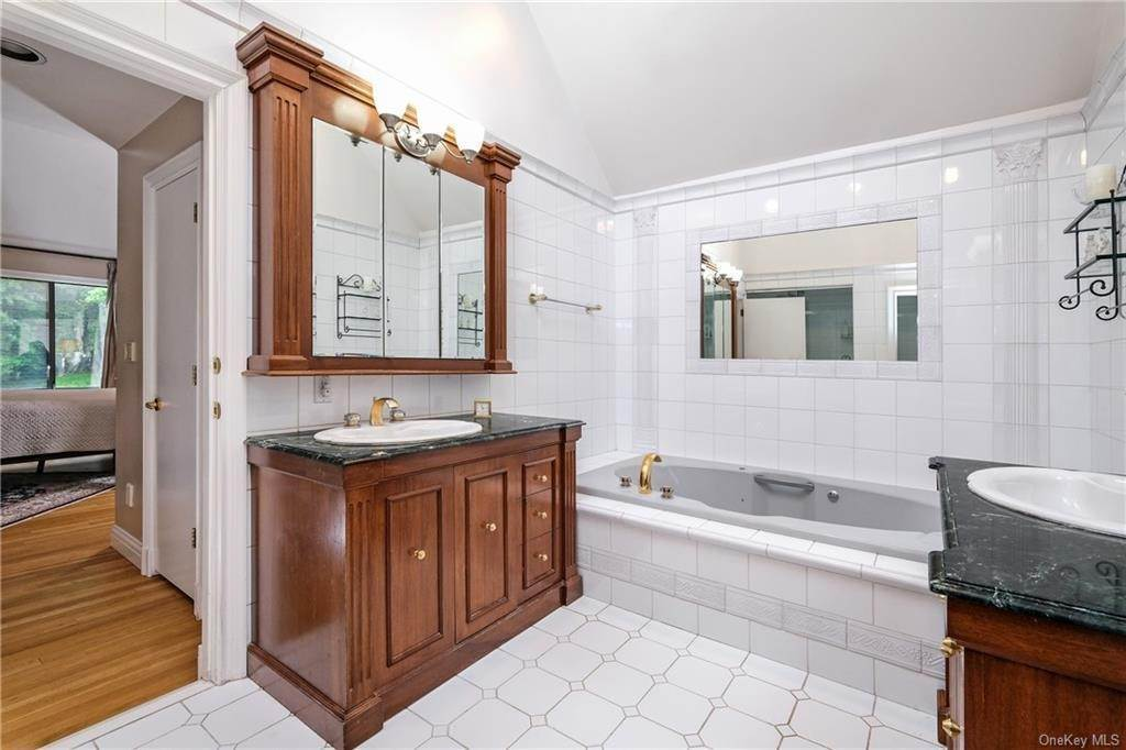17. Single Family Home for Sale at 32 Harrows Lane Purchase, New York, 10577 United States