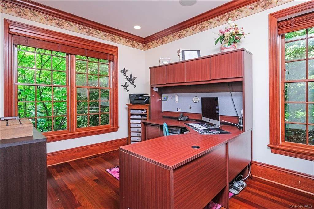 17. Single Family Home for Sale at 8 Roosevelt Place Scarsdale, New York, 10583 United States