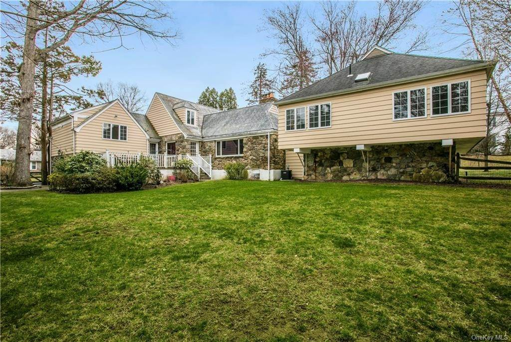 17. Single Family Home for Sale at 225 Rock Creek Lane Scarsdale, New York, 10583 United States