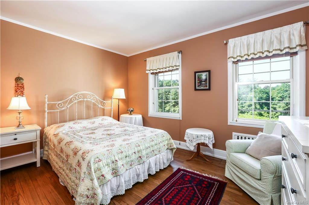 18. Single Family Home for Sale at 10 Brooklands Bronxville, New York, 10708 United States