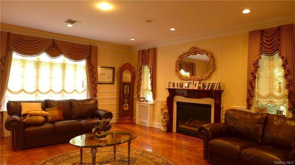 18. Single Family Home for Sale at 4 Gel Court Monsey, New York, 10952 United States