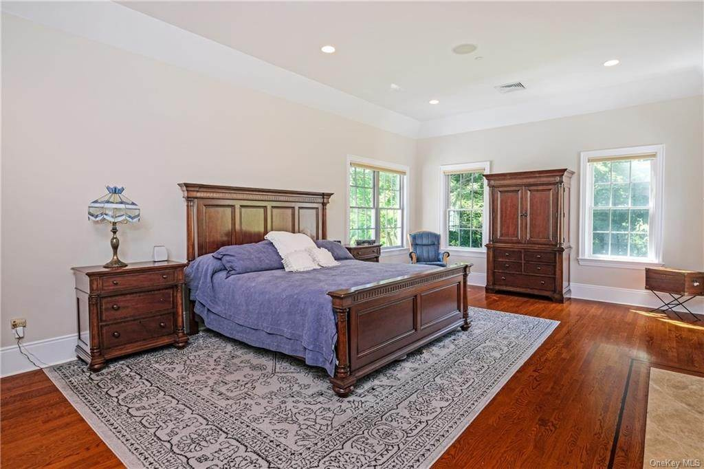 18. Single Family Home for Sale at 8 Roosevelt Place Scarsdale, New York, 10583 United States