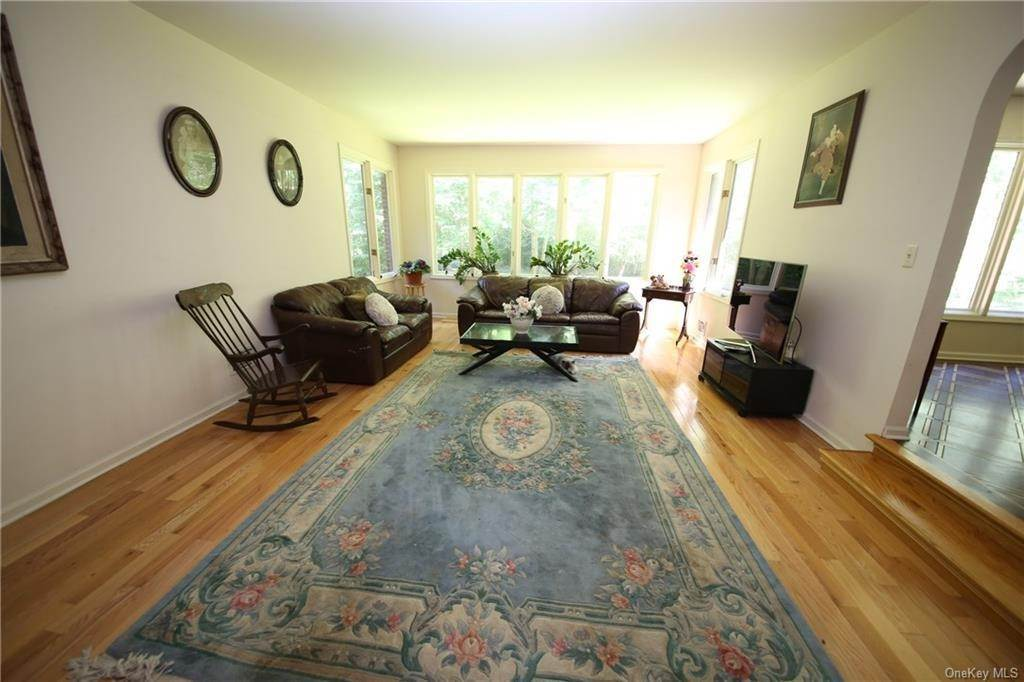 19. Single Family Home for Sale at 2 Ironwood Lane Rye, New York, 10580 United States