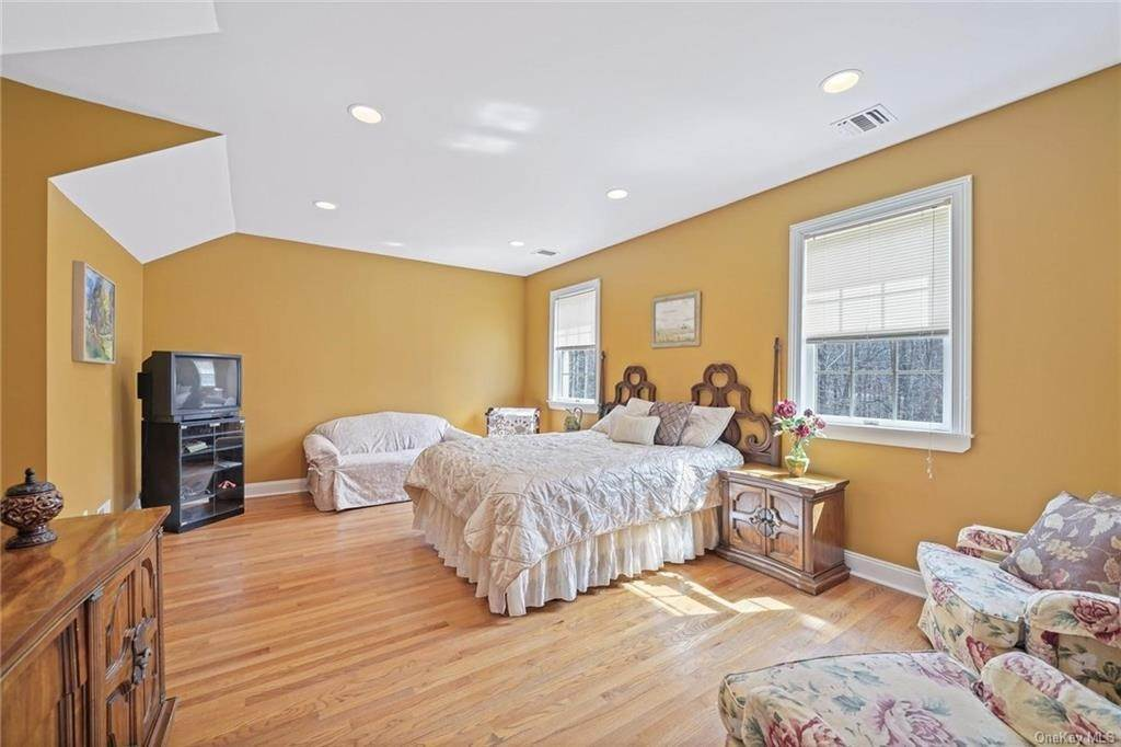 19. Single Family Home for Sale at 1115 Gambelli Drive Yorktown Heights, New York, 10598 United States