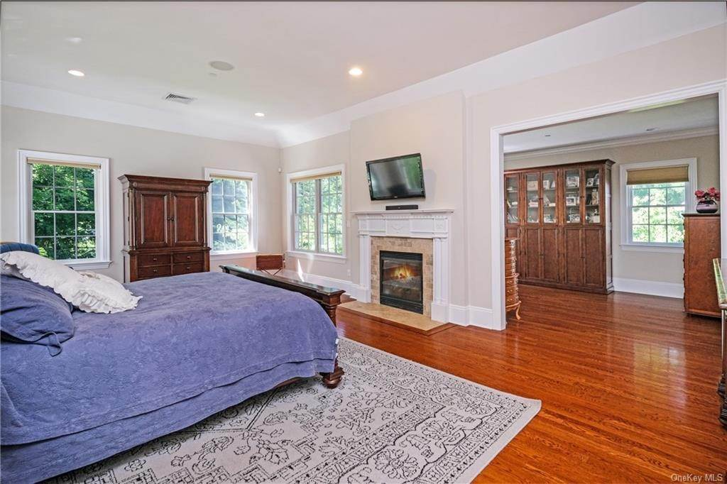 19. Single Family Home for Sale at 8 Roosevelt Place Scarsdale, New York, 10583 United States