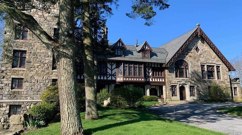 2. Single Family Home for Sale at 61 Crows Nest Road Tuxedo Park, New York, 10987 United States
