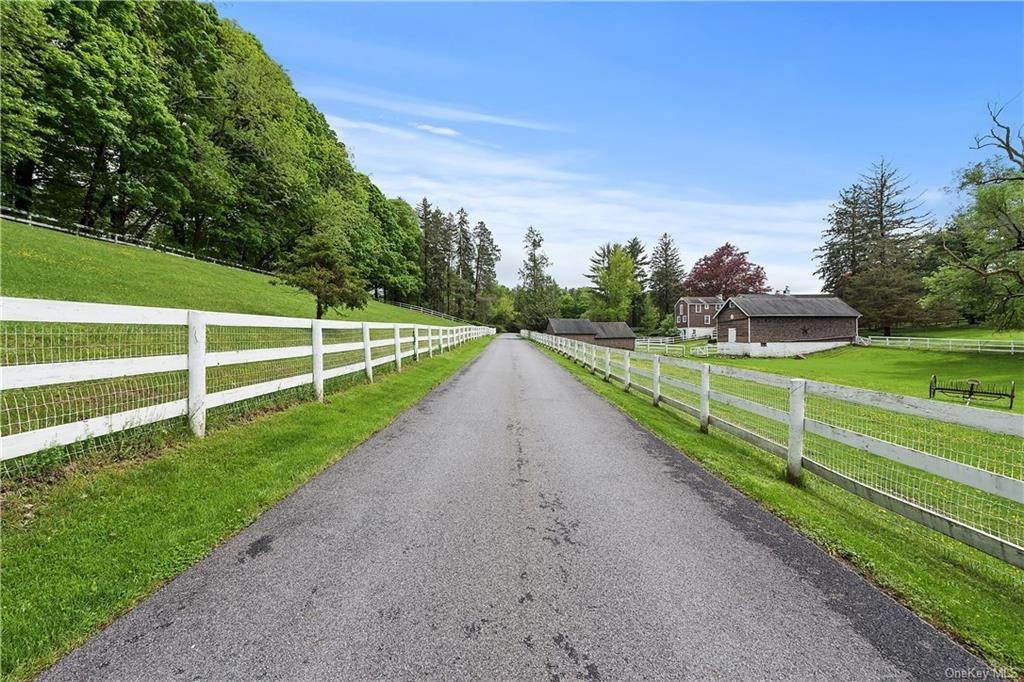 2. Single Family Home for Sale at 9 Great Hill Farms Road Bedford, New York, 10506 United States