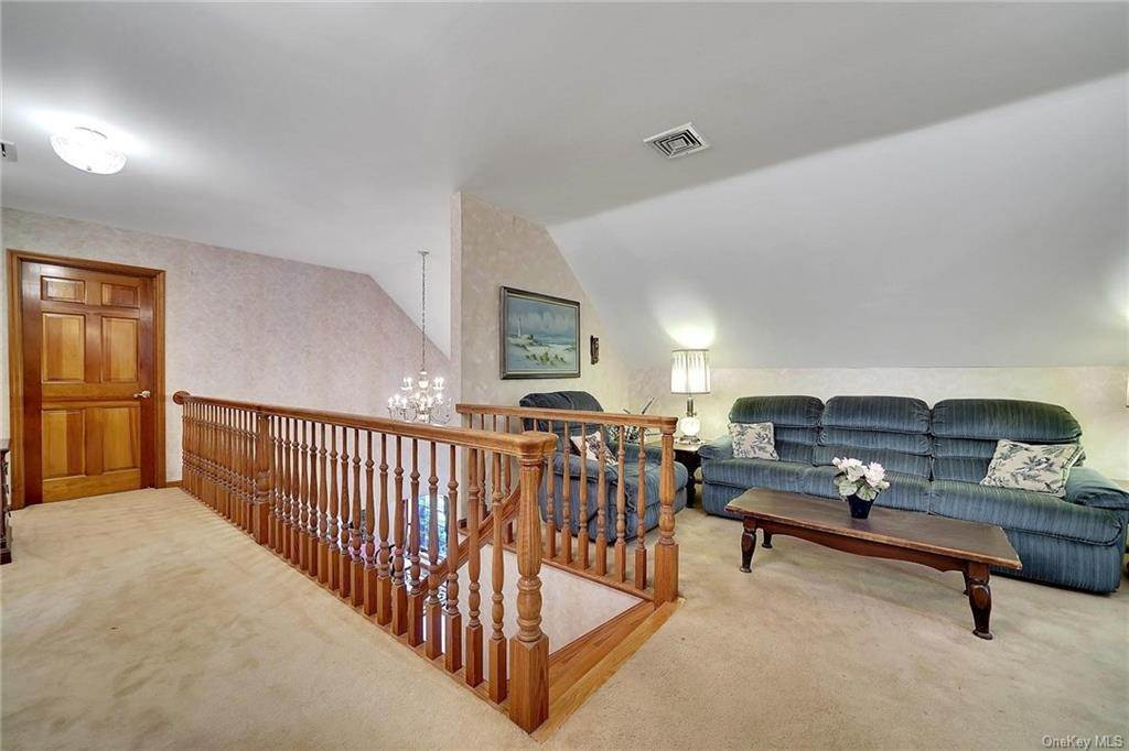 20. Single Family Home for Sale at 3 Lake View Drive Goshen, New York, 10924 United States