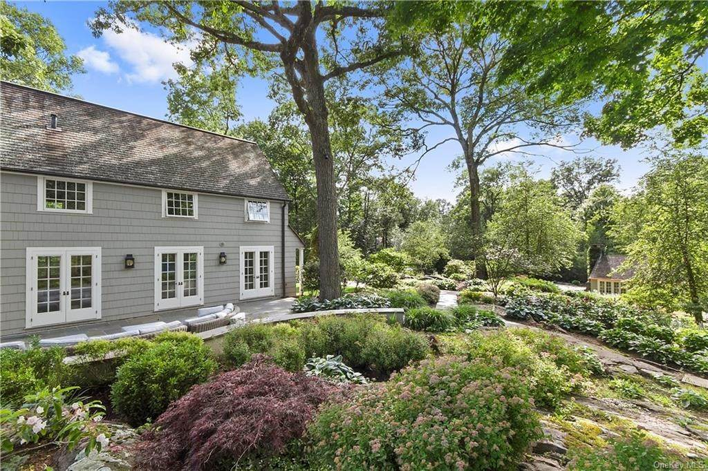 20. Single Family Home for Sale at 10 Frog Rock Road Armonk, New York, 10504 United States