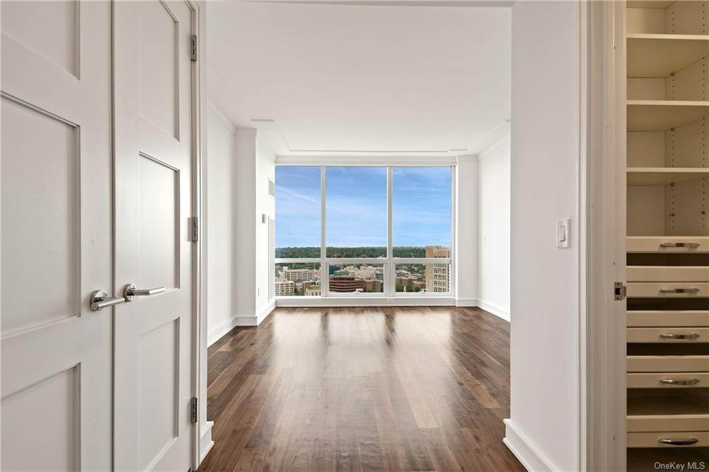 20. Single Family Home для того Продажа на 5 Renaissance Square White Plains, Нью-Йорк, 10601 Соединенные Штаты