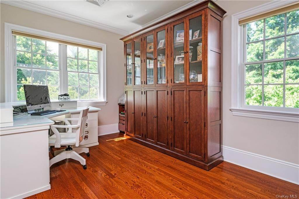 20. Single Family Home for Sale at 8 Roosevelt Place Scarsdale, New York, 10583 United States