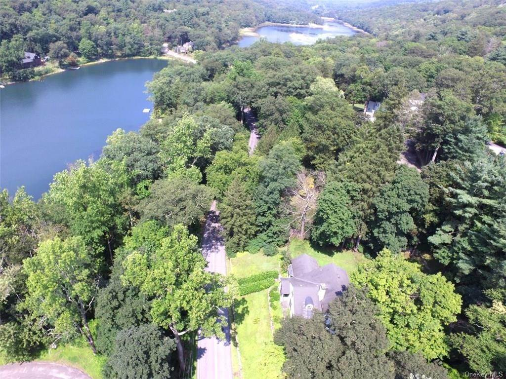 20. Single Family Home for Sale at 71 Lorillard Road Tuxedo Park, New York, 10987 United States