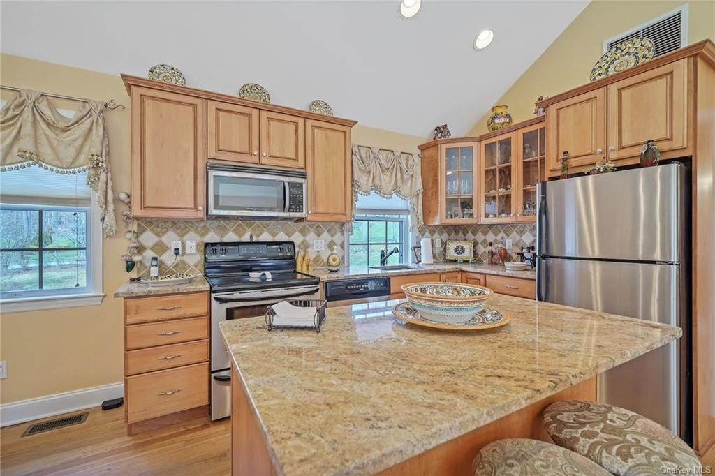 21. Single Family Home for Sale at 1115 Gambelli Drive Yorktown Heights, New York, 10598 United States