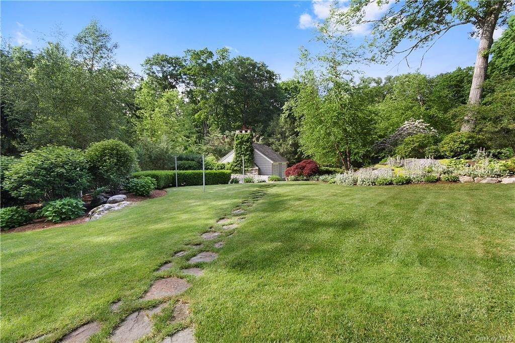 21. Single Family Home for Sale at 10 Frog Rock Road Armonk, New York, 10504 United States