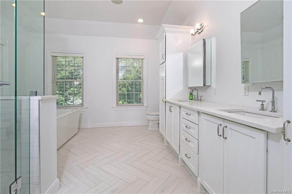 21. Single Family Home for Sale at 8 Roosevelt Place Scarsdale, New York, 10583 United States