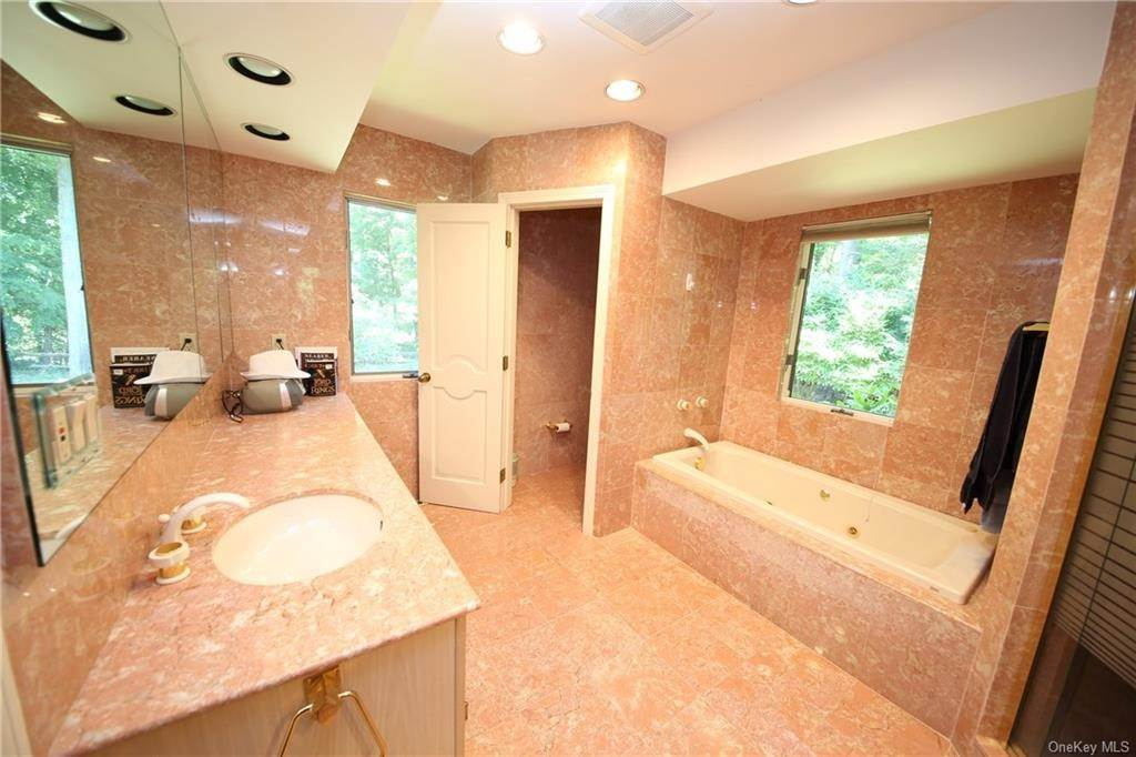 22. Single Family Home for Sale at 2 Ironwood Lane Rye, New York, 10580 United States